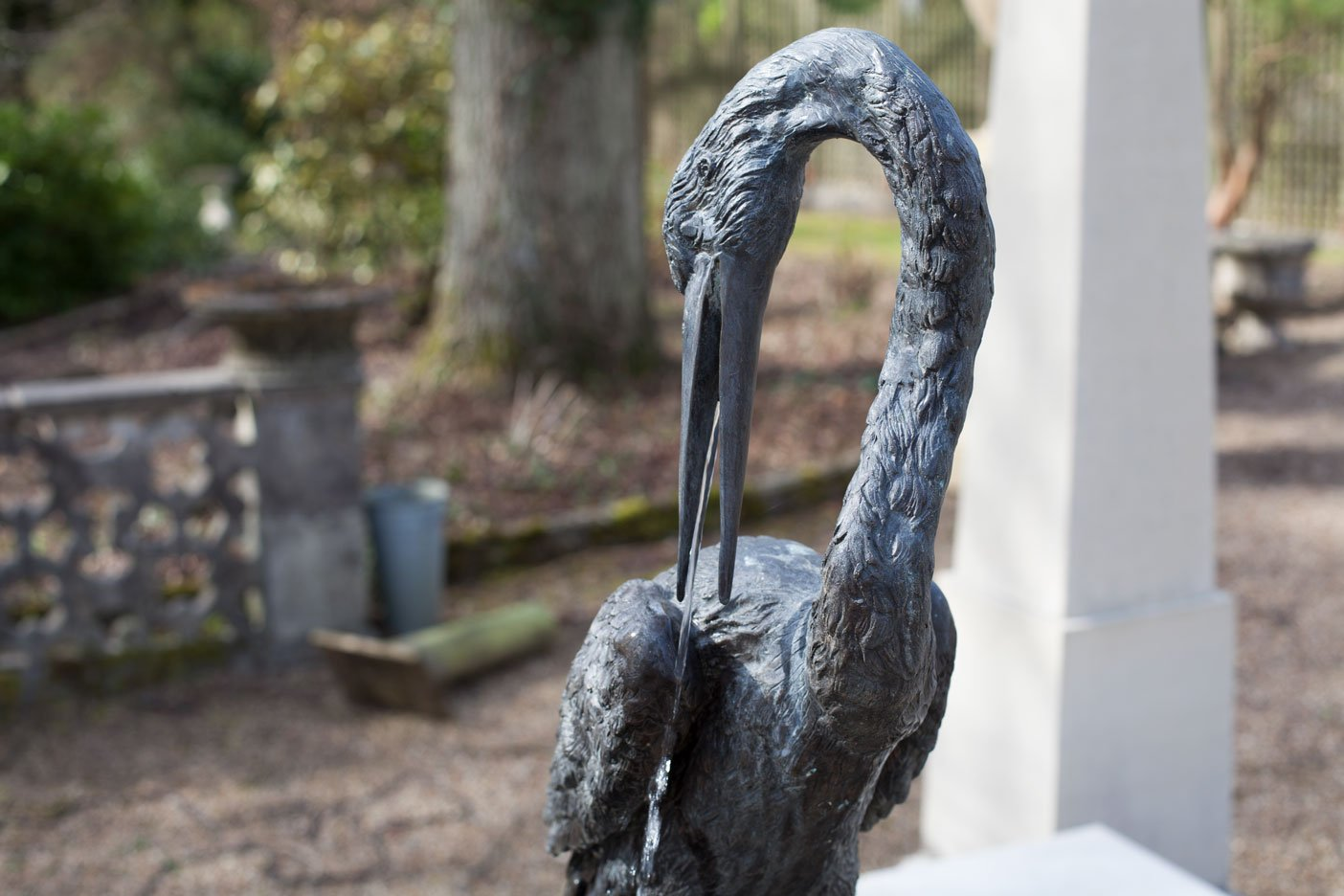 bronze-crane-fountain-beak