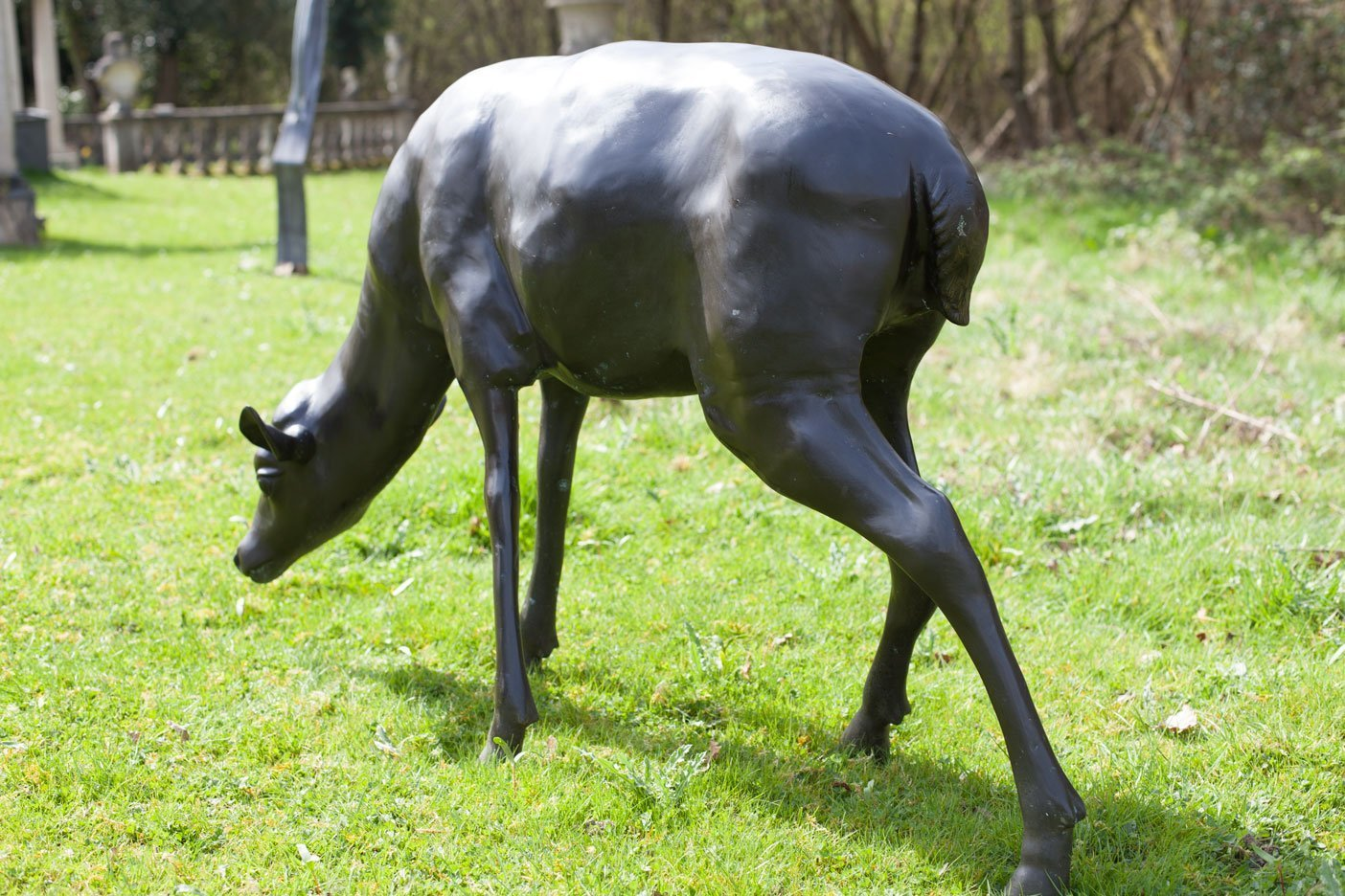 bronze-deer-grazing-3